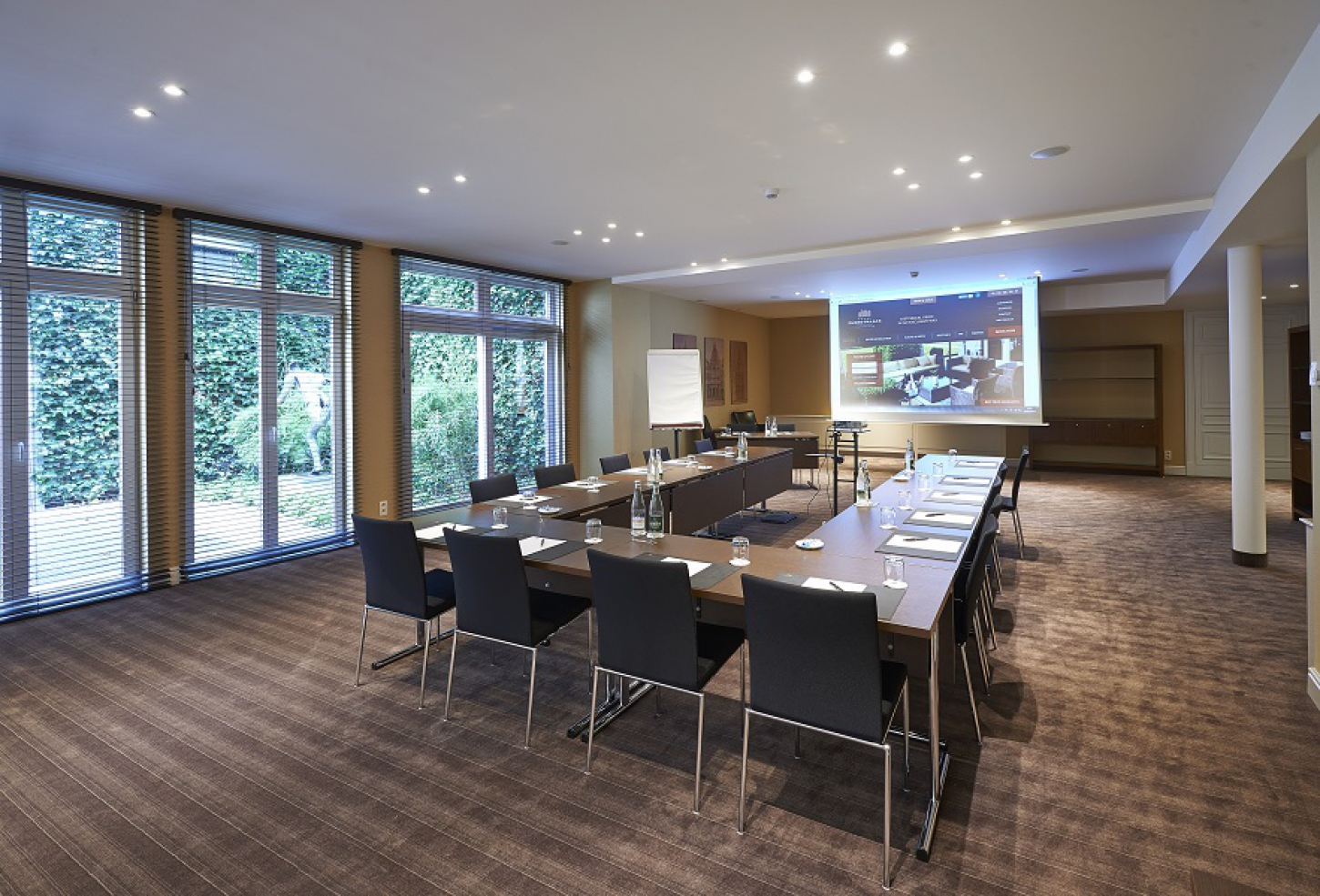 Meeting rooms with a capacity of up to 140 persons